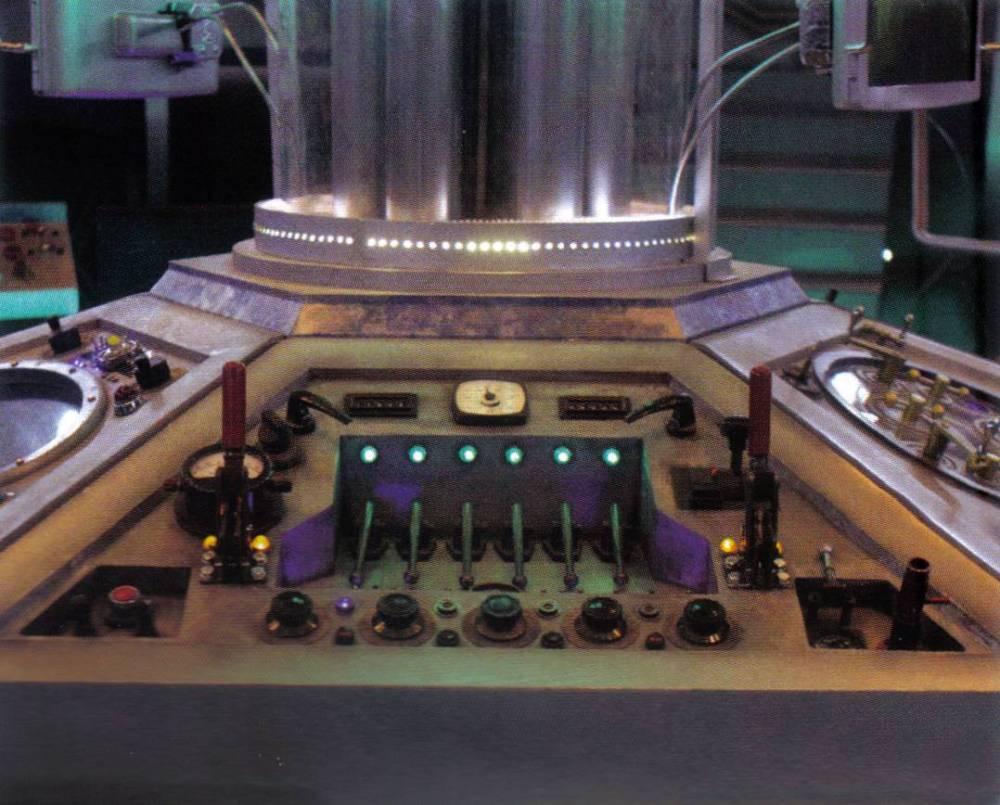 One Pilot, Six Panels, One TARDIS (2/6)