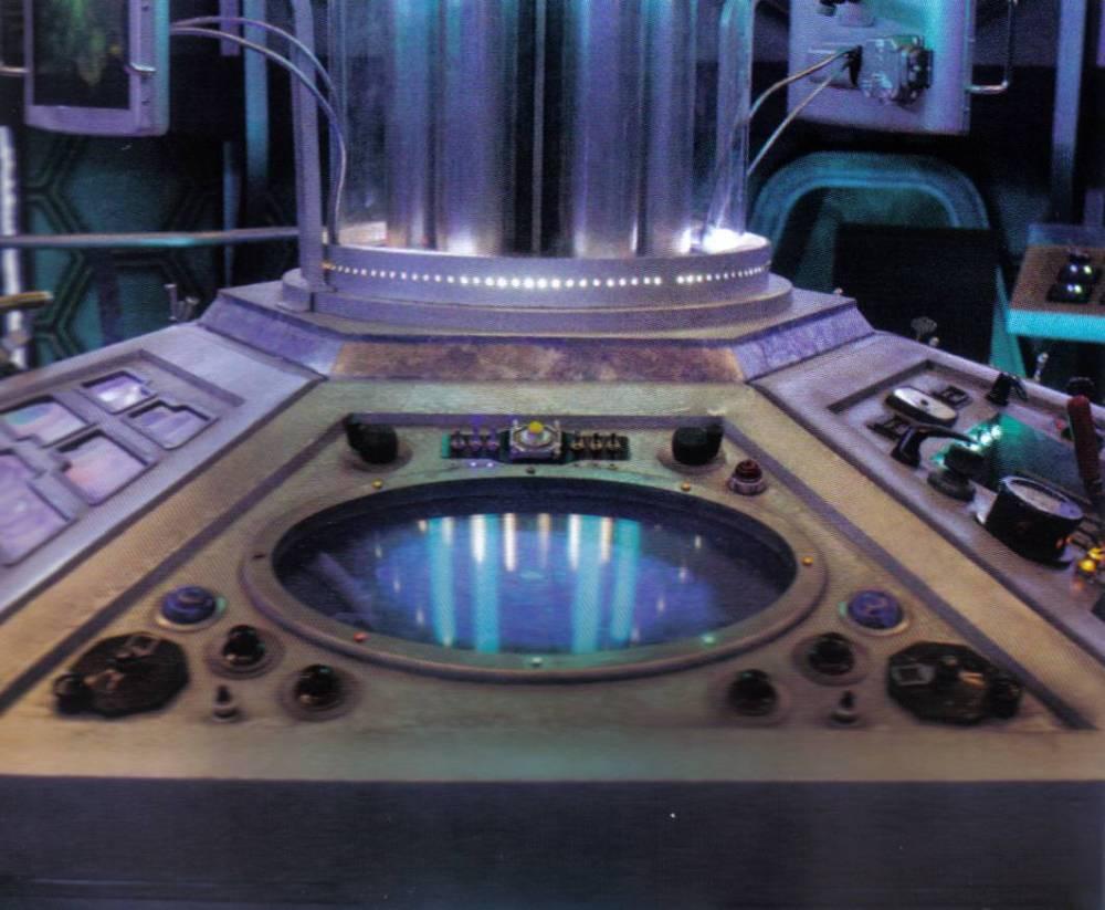 One Pilot, Six Panels, One TARDIS (3/6)