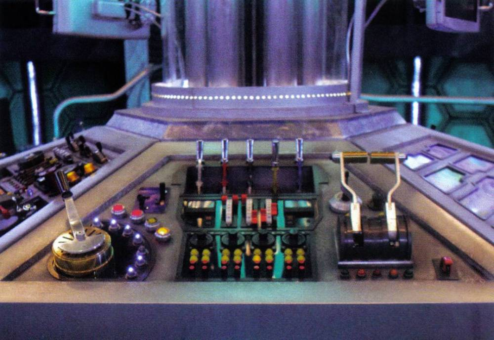 One Pilot, Six Panels, One TARDIS (4/6)