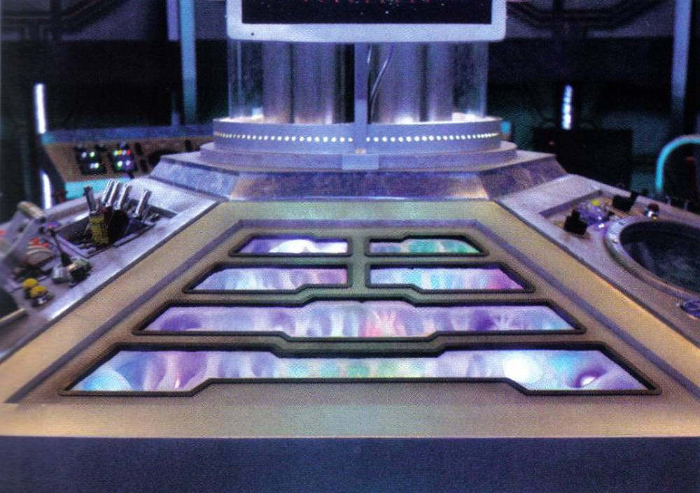 One Pilot, Six Panels, One TARDIS (5/6)