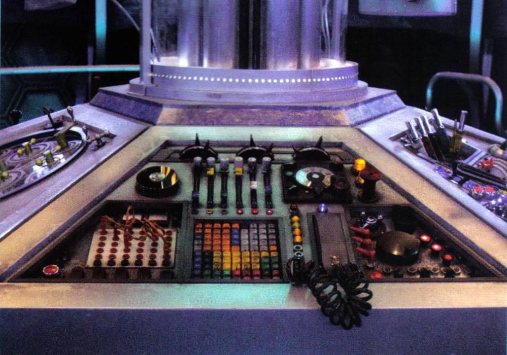 One Pilot, Six Panels, One TARDIS (6/6)